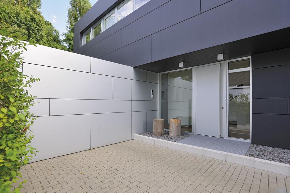 Garagentor mit tür modern  Türen & Tore | Schönreiter Baustoffe | Bauen & Modernisieren